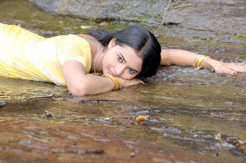 Kadhalai Kadhalikkiren Photos