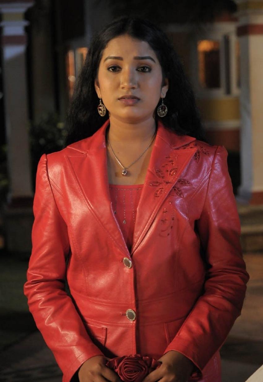 Vizhiyil Vizhunthaval Photos