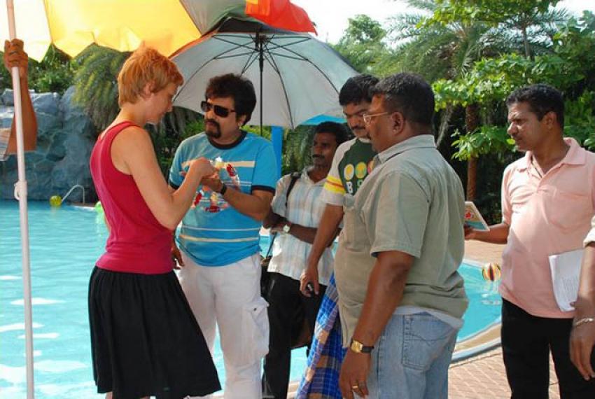 Sivappu Mazhai Photos