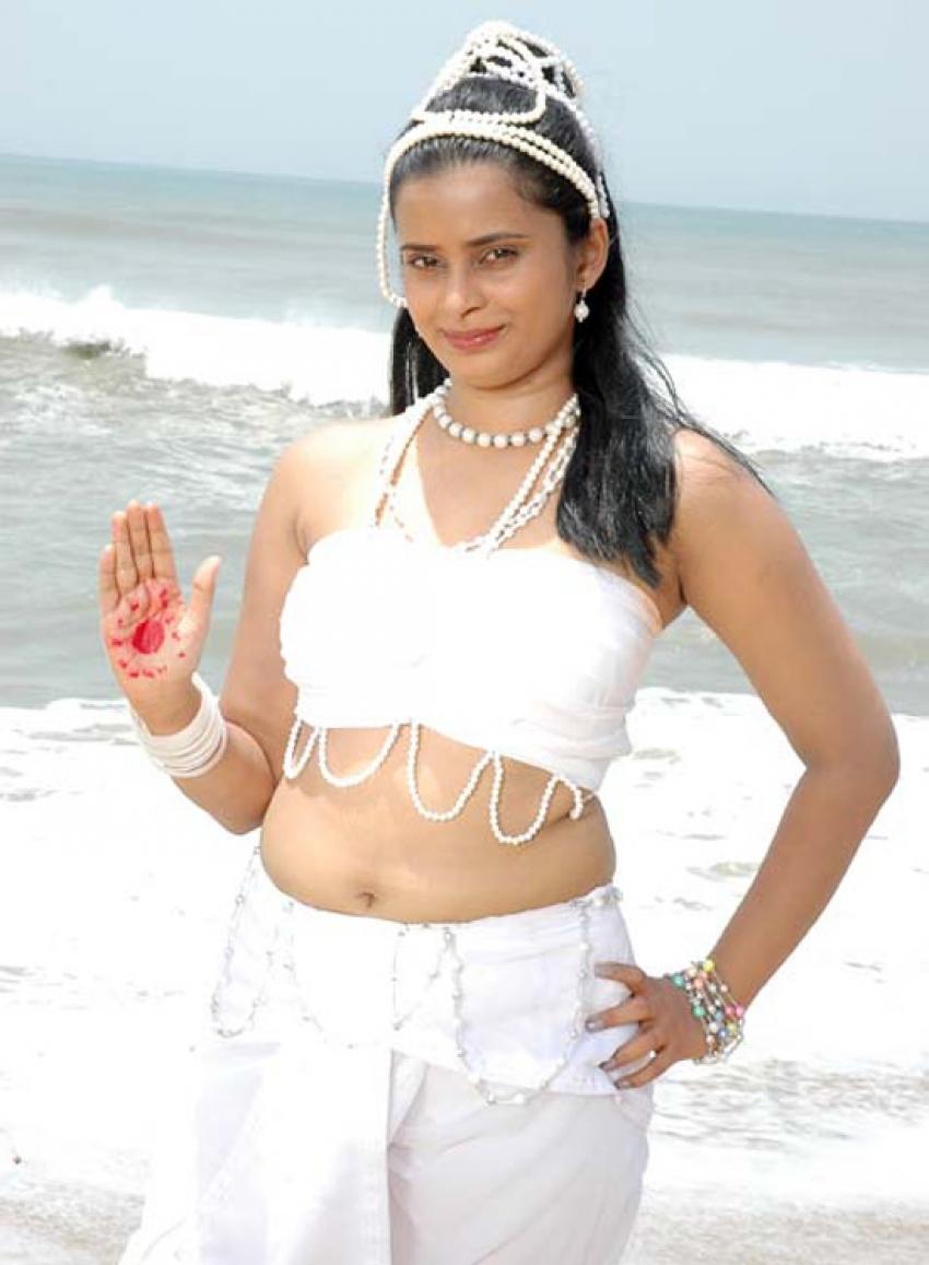 Kumari Pennin Ullathiley Photos