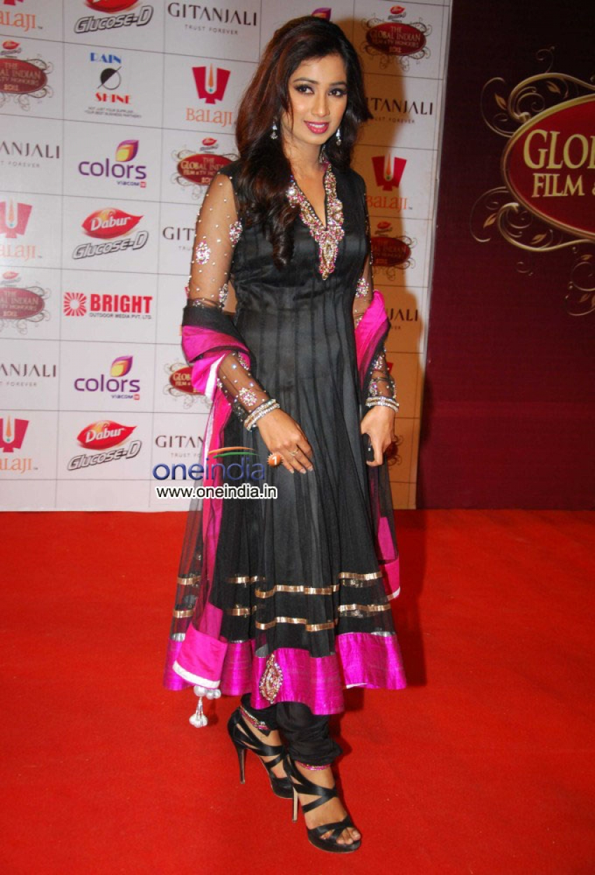 Shreya Ghoshal Photos Hd Latest Images Pictures Stills Of