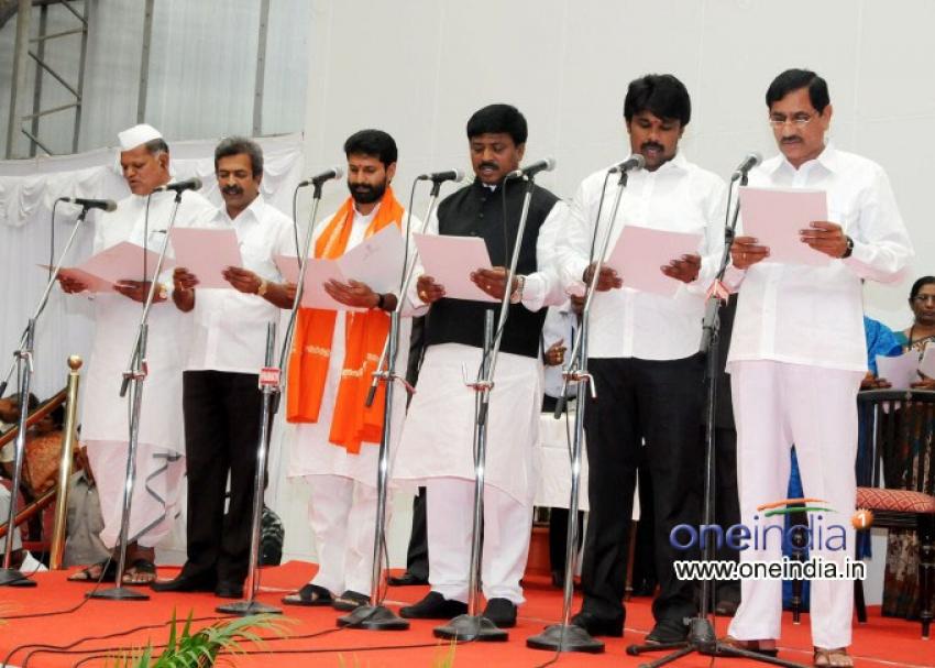 Jagadish Shettar sworn in as Karnataka CM