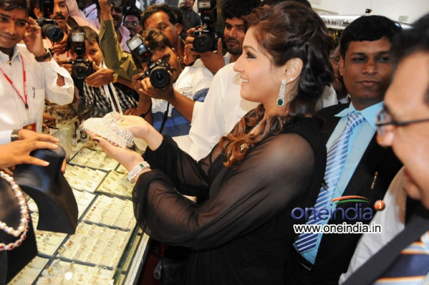 Raveena Tandon Launches 8th HIGJE
