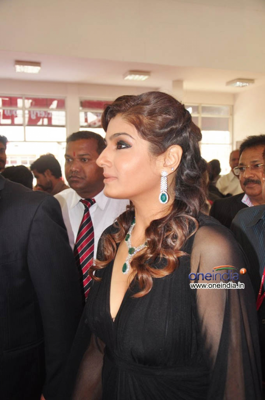 Raveena Tandon Launches 8th HIGJE