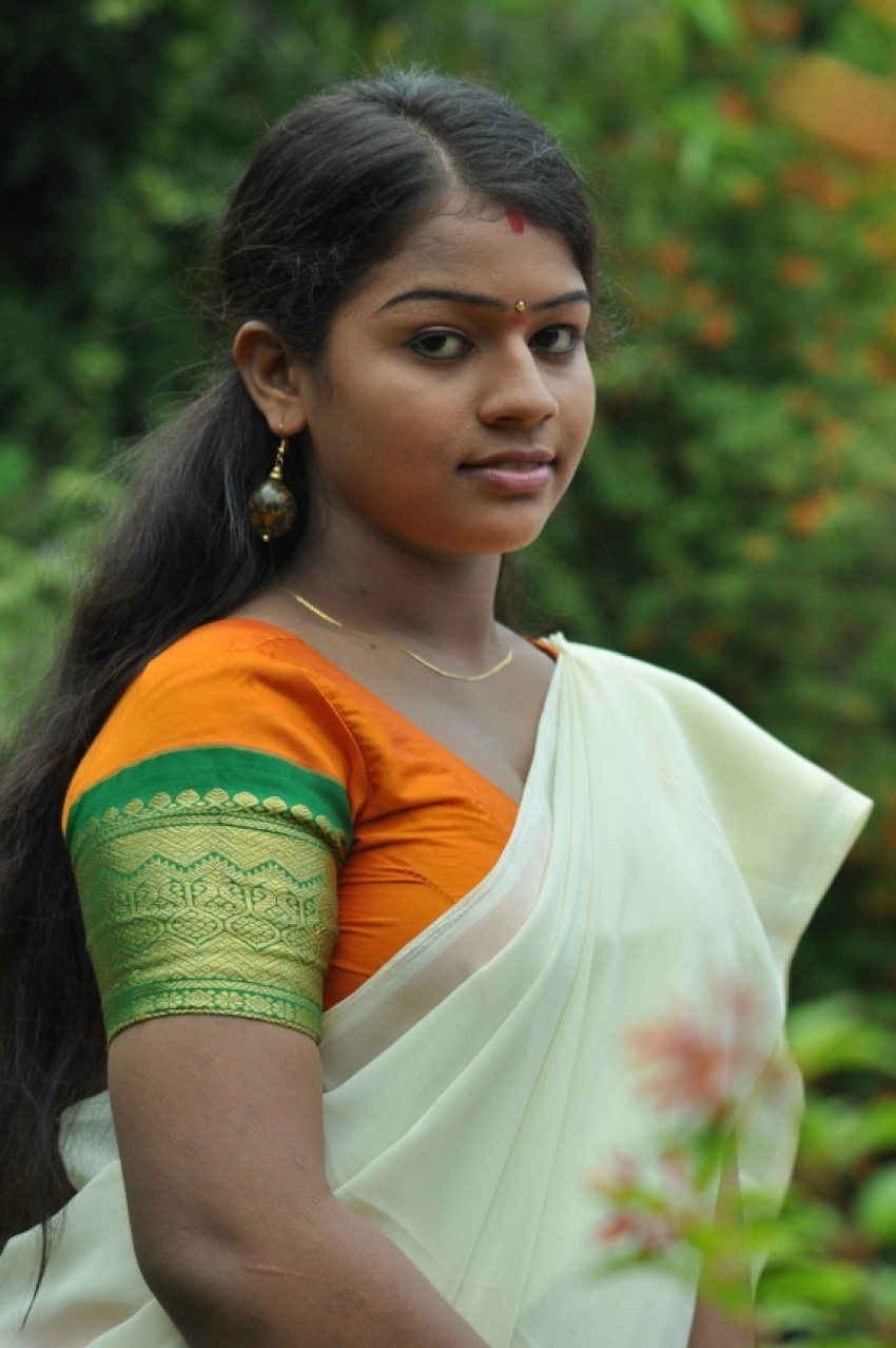 Selathu Ponnu Photos