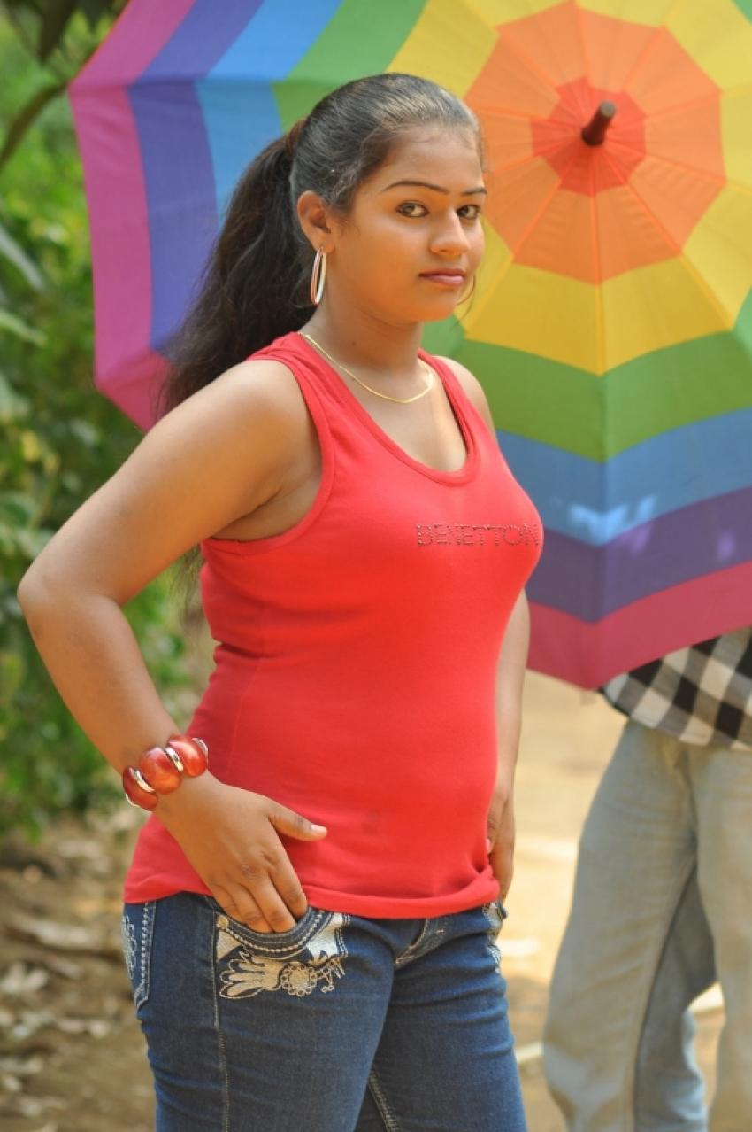 Selathu Ponnu Photos