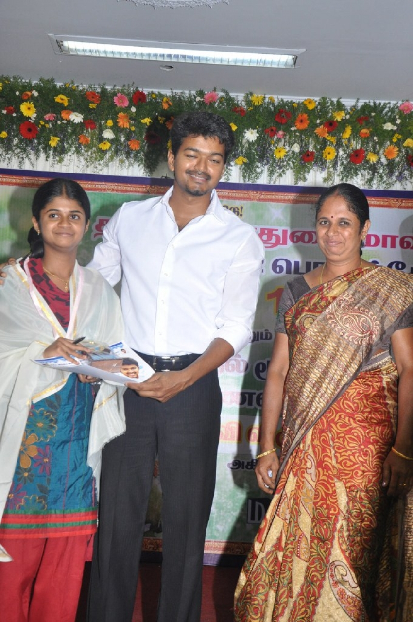 Ilayathalapathy Vijay Honoured State Toppers