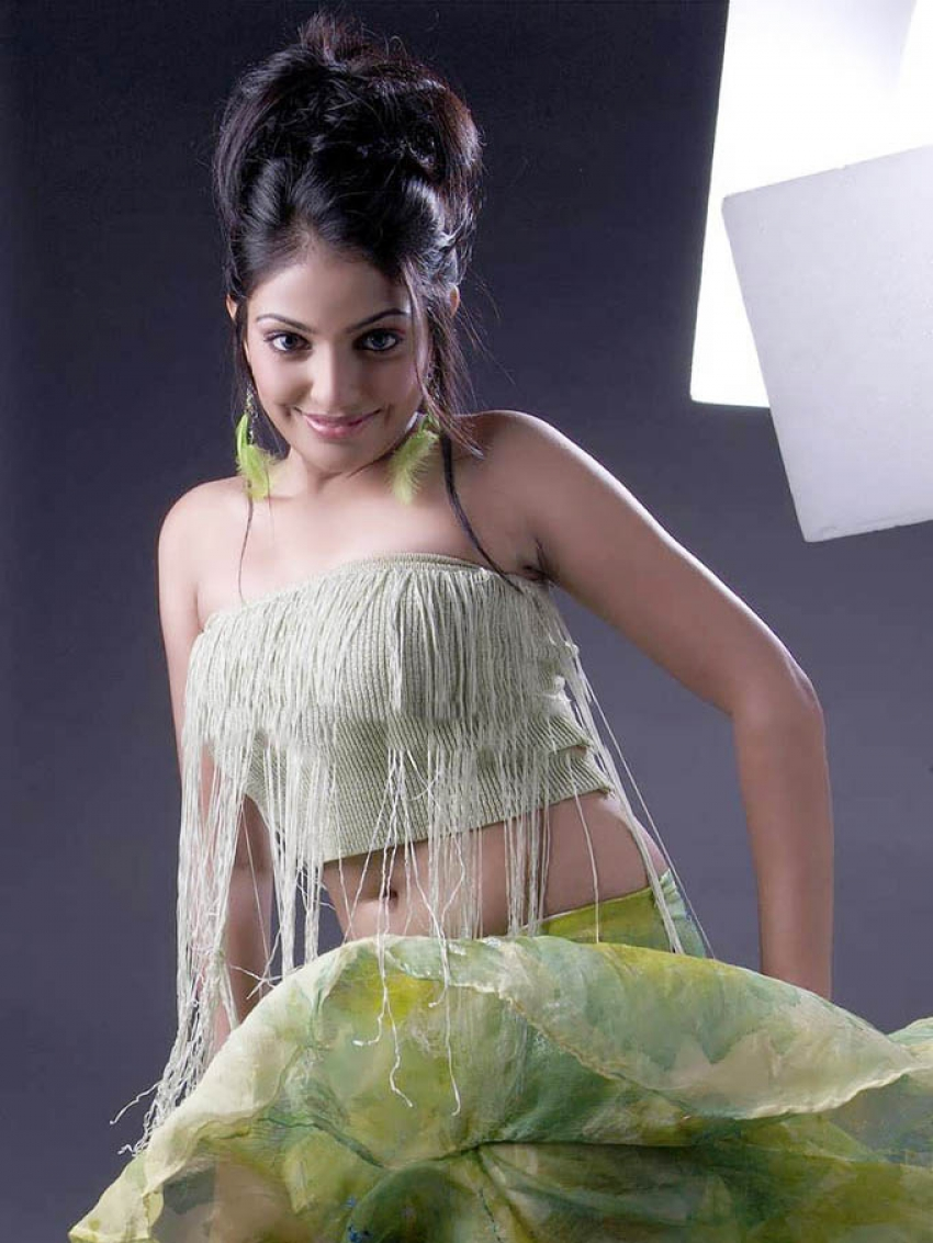Mythili photos latest images of mythili filmibeat thecheapjerseys Gallery