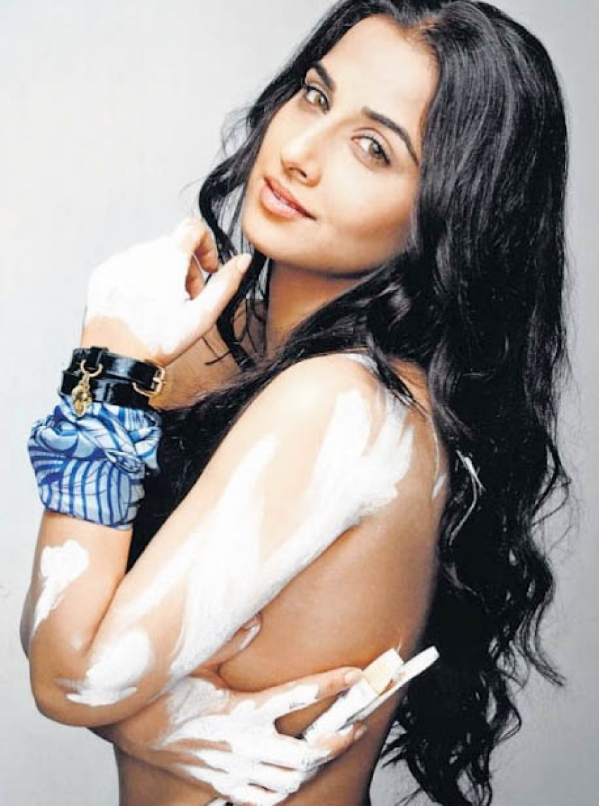 Bollywood Hot Babes Goes Topless Photos