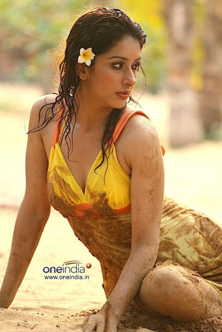 Samiksha Singh Photos
