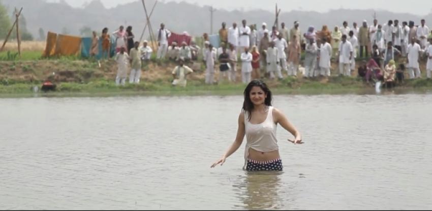 Matru Ki Bijlee Ka Mandola Photos