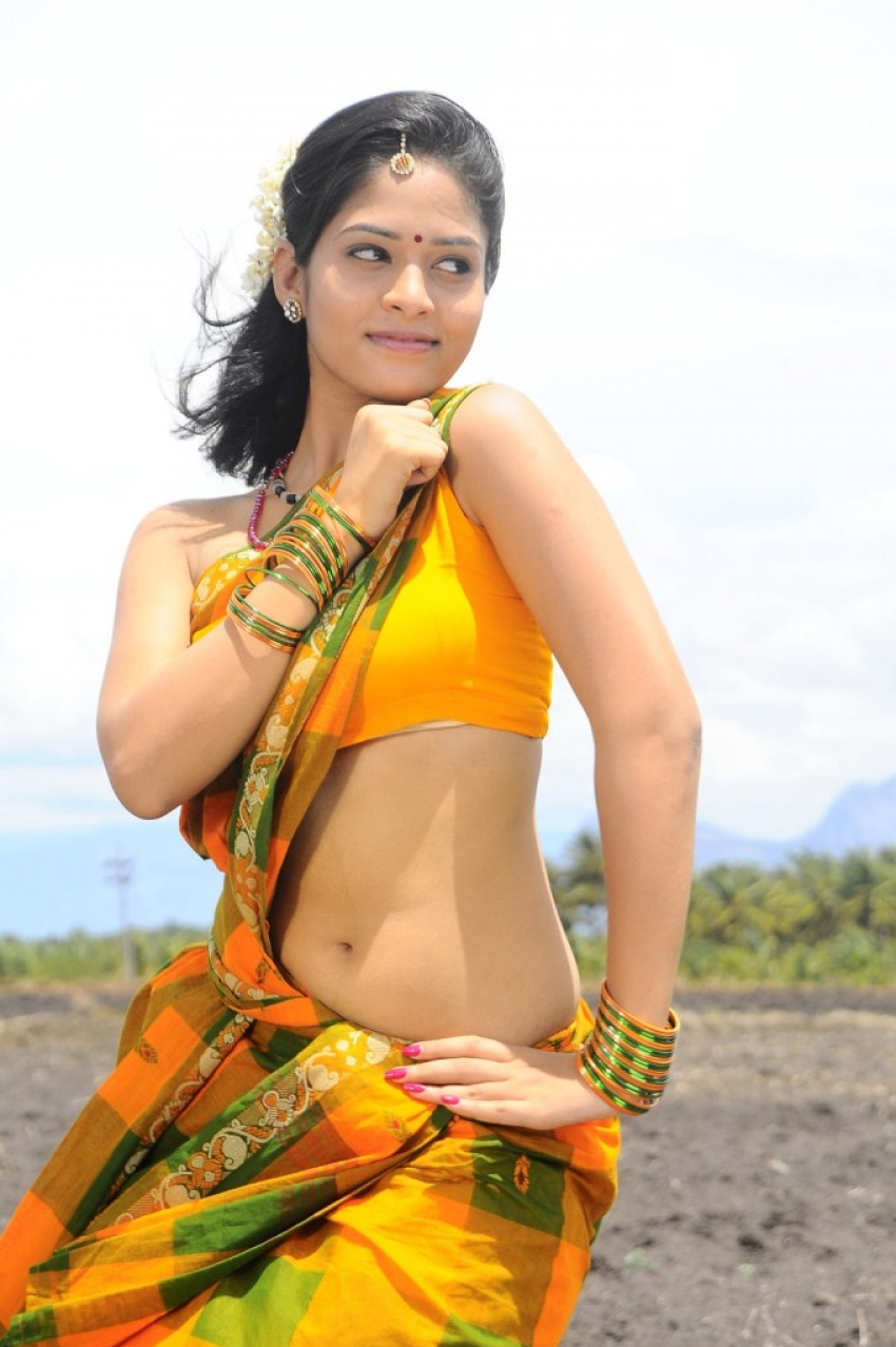 Oruvar Meethu Iruvar Sainthu Photos