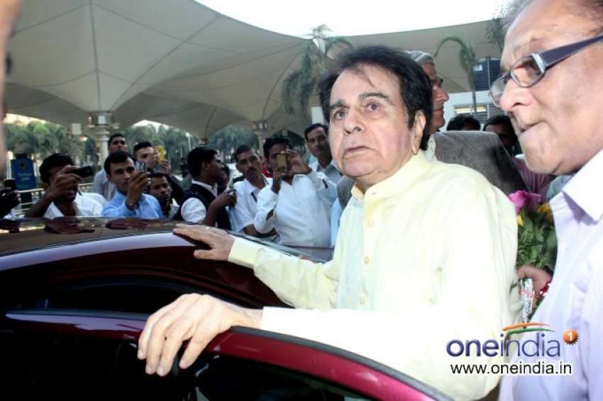 Dilip Kumar and Saira Banu Returns From Hajj Mecca Photos