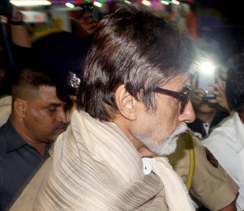Bachchans Family Seek Blessing of Siddhivinayak Photos