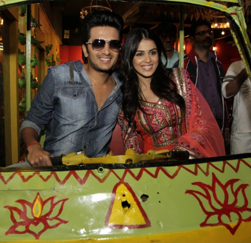 Romantic Moments of Riteish and Genelia Photos