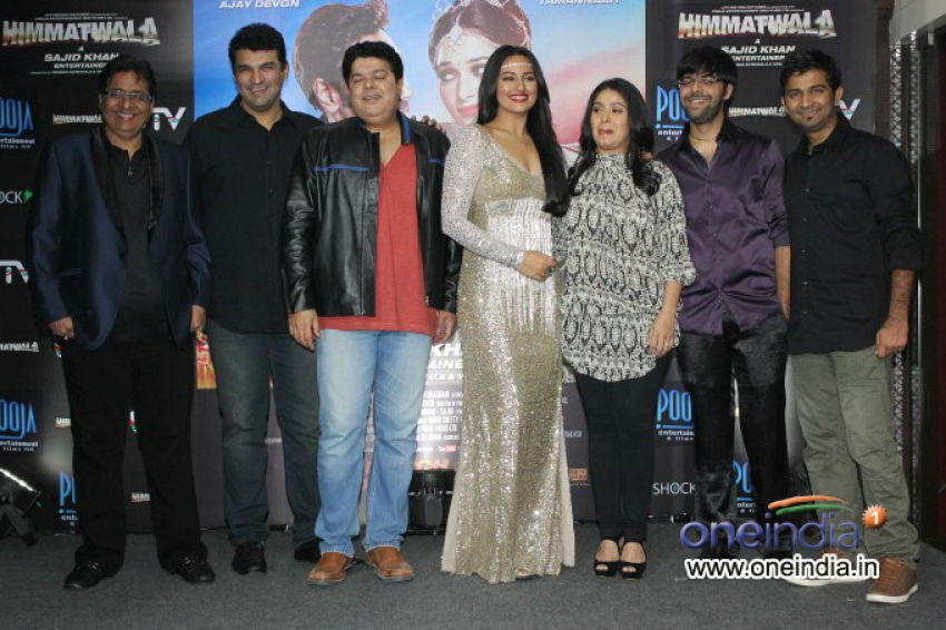Sonakshi Sinha Unveils Himmatwala's Item Song Photos