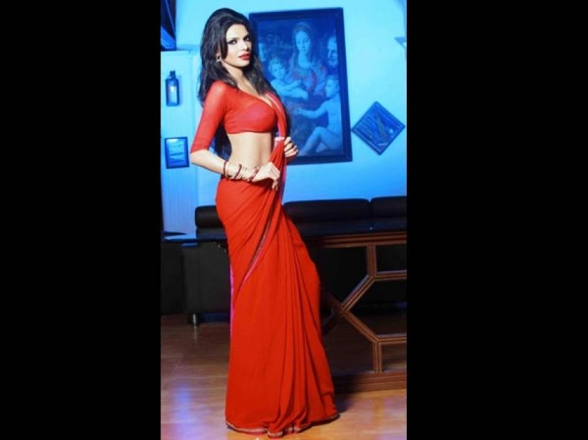 Bollywood Actresses Saree Slips Photos
