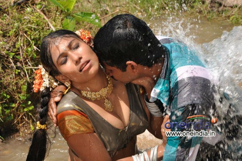Intlo Ramudu - Veedhilo Manmadhudu Photos