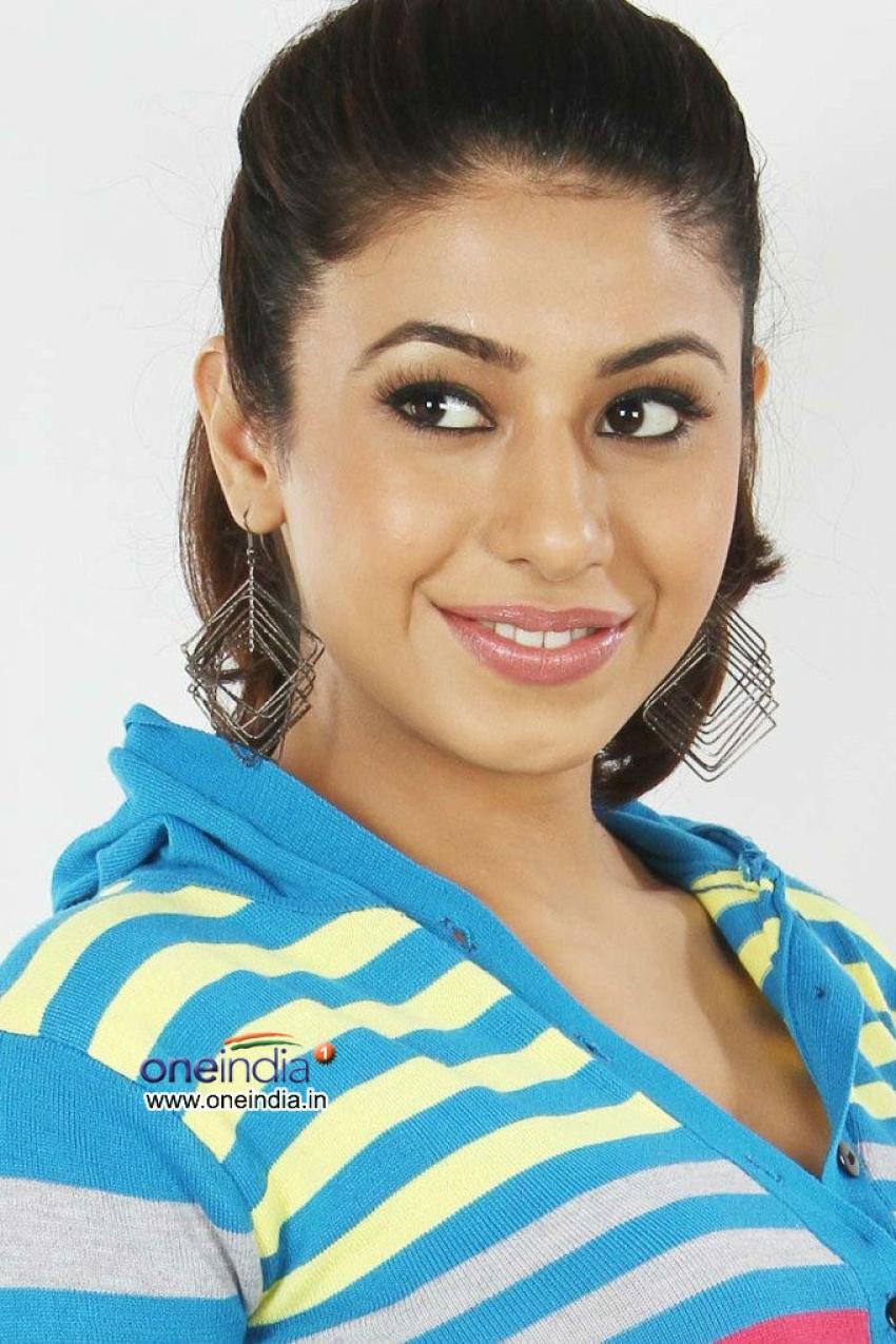 Kriti Kapoor Photos