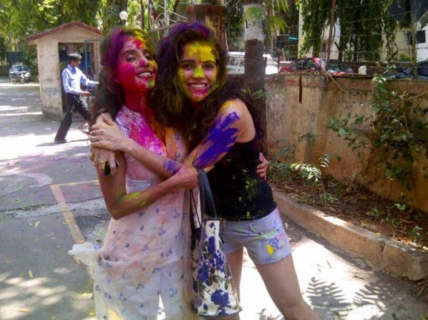 Piaa Bajpai Celebrates Holi 2013 Photos
