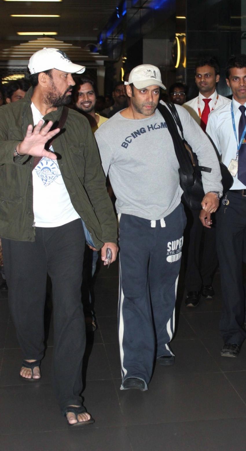 Salman Khan Spotted at Airport Photos