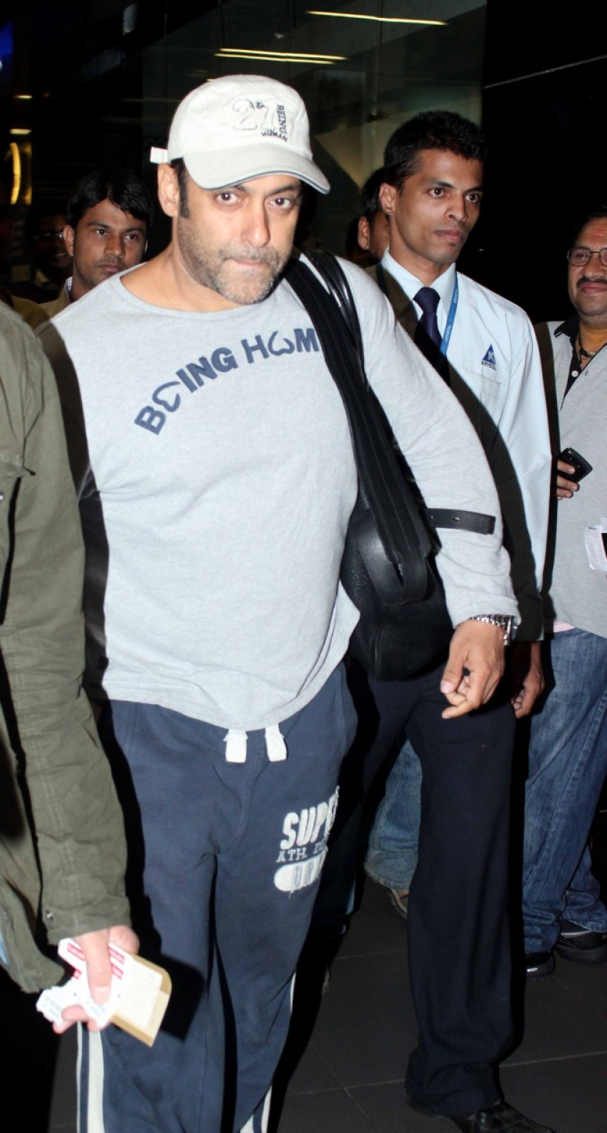 Salman Khan Spotted at Airport Photos