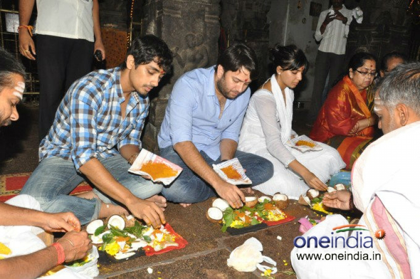 Samantha and Siddharth visits Srikalahasthi Temple Photos
