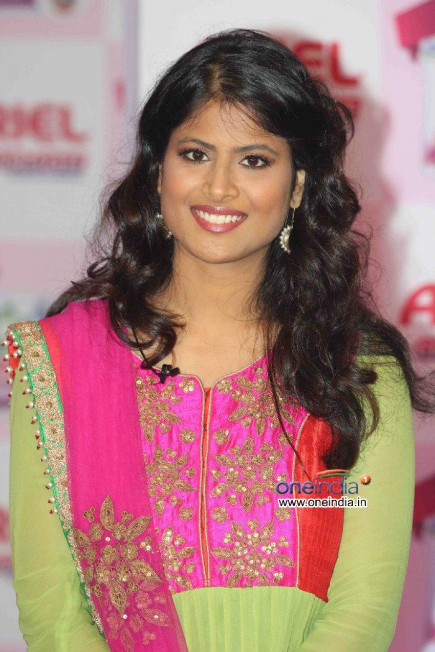 Soha Ali Khan promotes Ariel detergent Photos