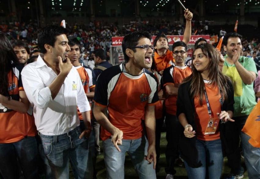 Veer Marathi Vs Mumbai Heroes Photos