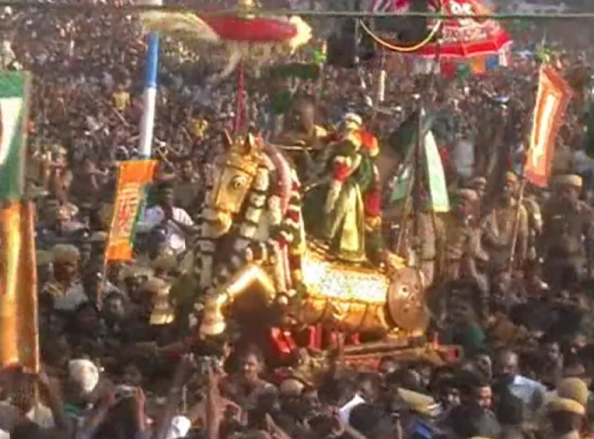 Azhagar's Entry into the Vaigai River Photos