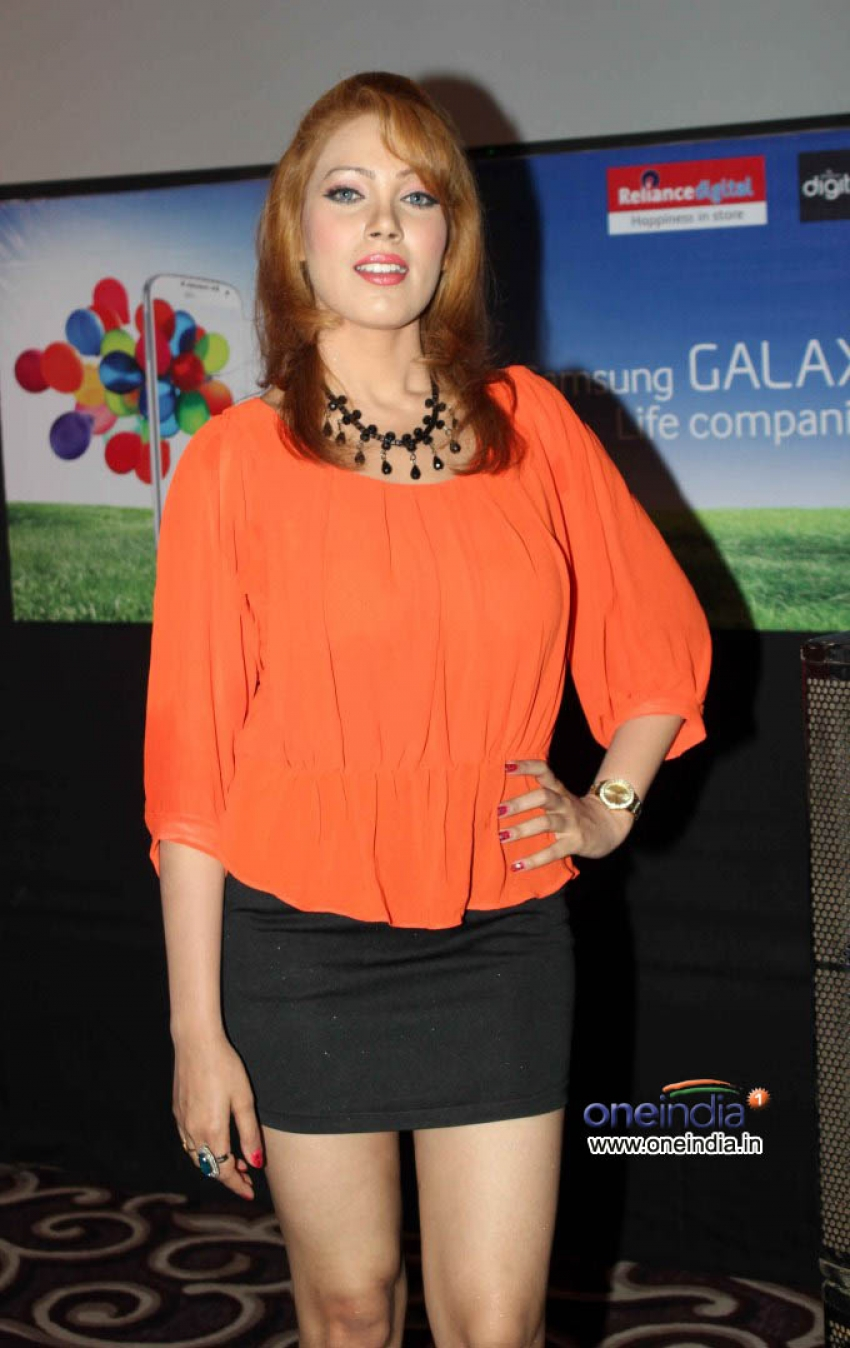 Celebs at Samsung Galaxy S4 Launch Photos