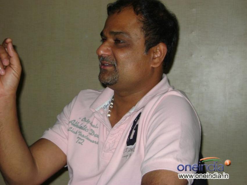 Kichcha Sudeep visits Oneindia Photos