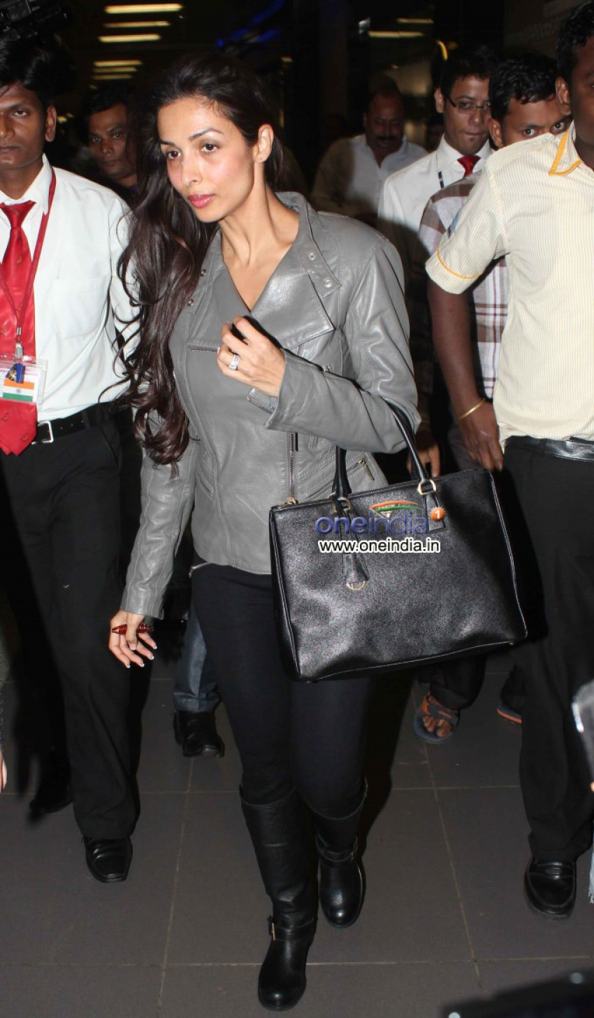 Malaika Arora Khan snapped arriving on Airport from London Photos