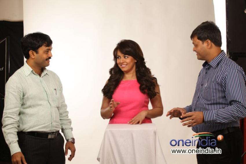 Pioneer Herbals Signs Mahima Chowdhary as Brand Ambassador Photos