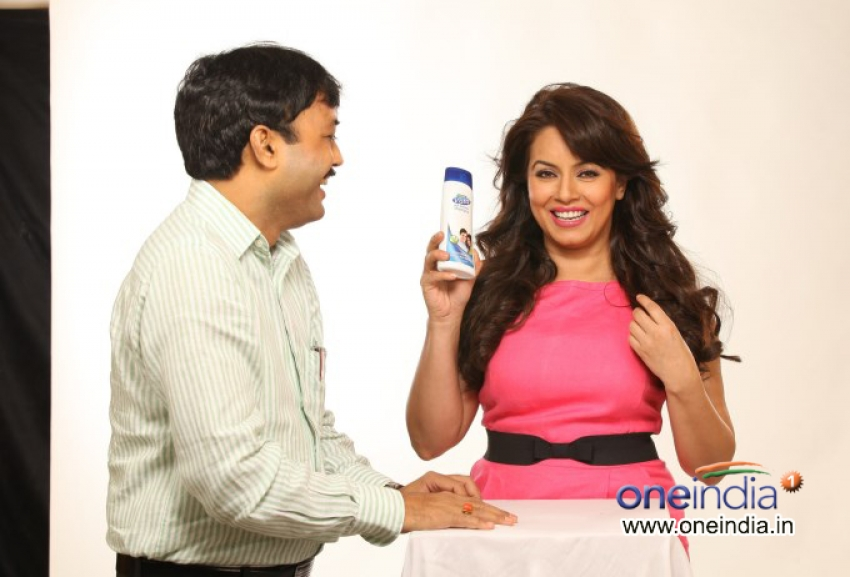 Pioneer Herbals Signs Mahima Chowdhary as Brand Ambassador Photos