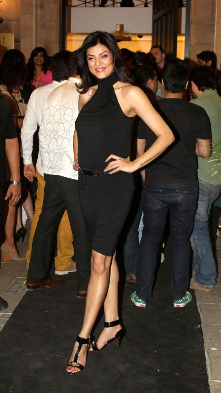 Sushmita Sen launches the Gallery 7 Art Gallery Photos