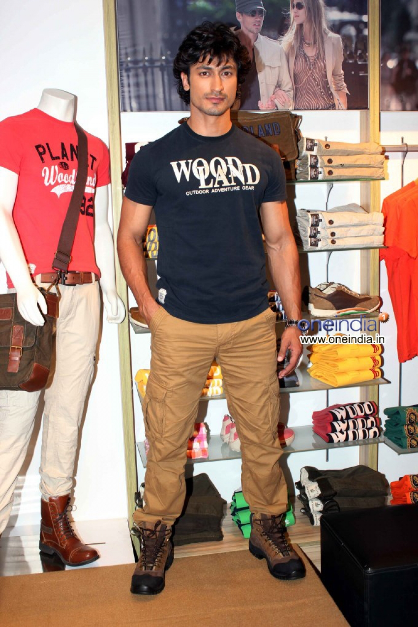 Vidyut Jamwal Launch Woodlands SS13 Collection Photos