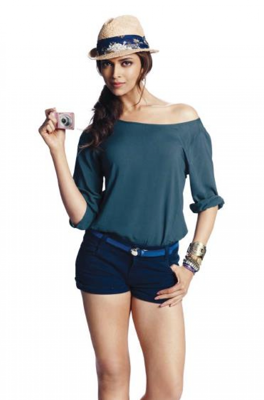 Actresses Sizzle in Shorts Photos