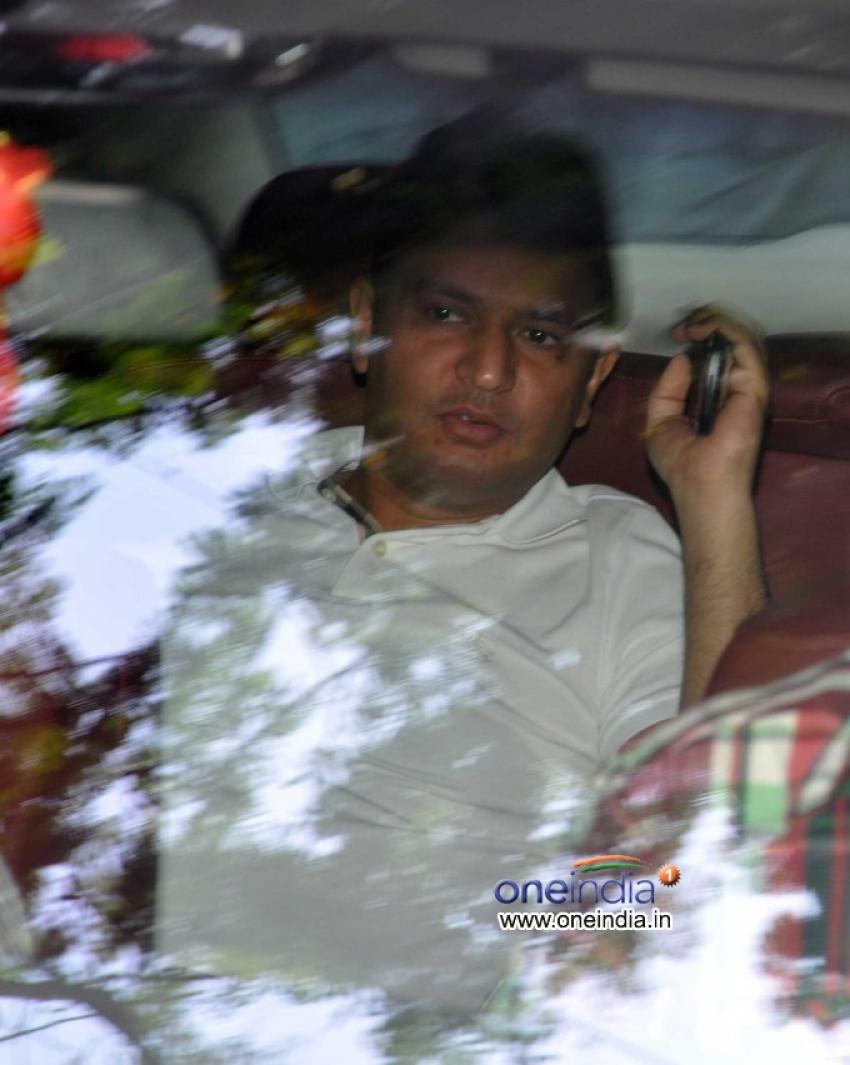 Sanjay Dutt Moving Towards TADA Court to Surrender Photos