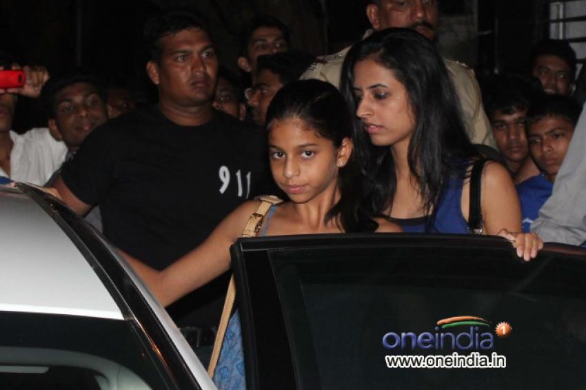 Shahrukh Khan with his Daughter Suhana Khan Snapped at Pizza Metro Pizza Photos