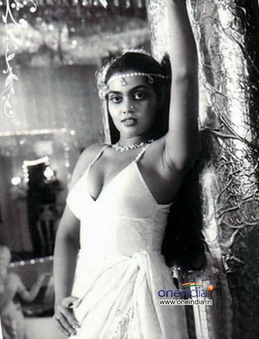 Silk Smitha Photos Hd Latest Images Pictures Stills Of Silk