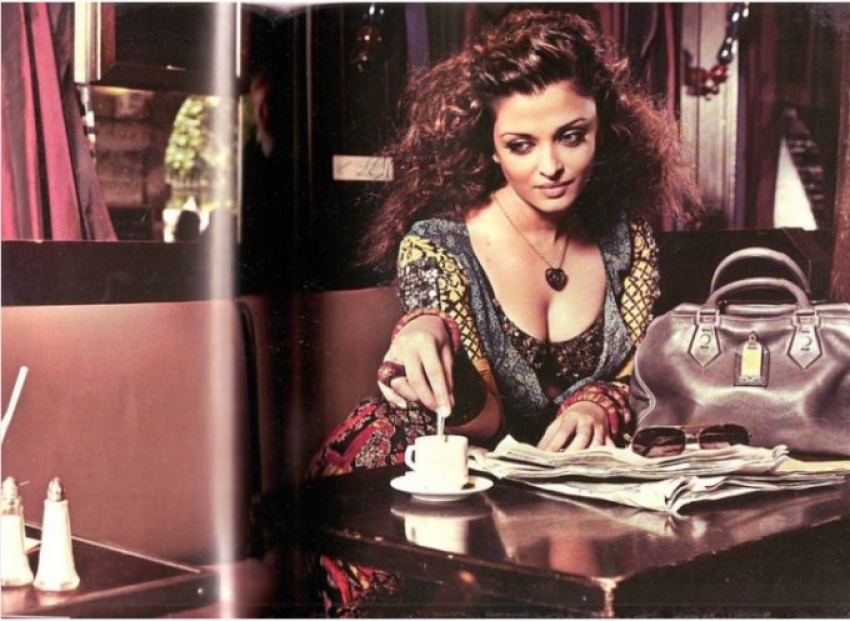 Super Hot Moms of Bollywood Photos