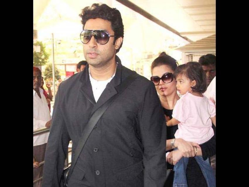 Aishwarya Rai and Aaradhya Bachan snapped at Airport Photos