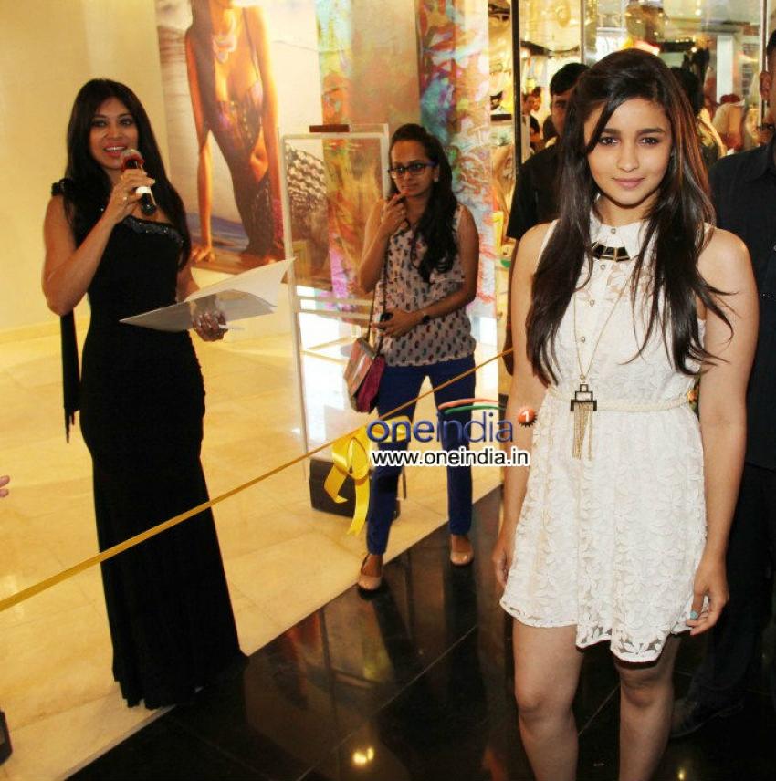 Alia Bhatt launches the Forever 21 store Photos