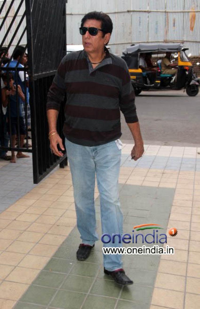 Aamir Khan, Deepika Padukone at Condolence Meet Of Jia Khan Photos