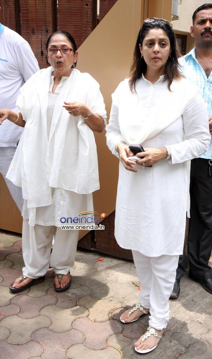 Celebs at Jiah Khan's Funeral Photos