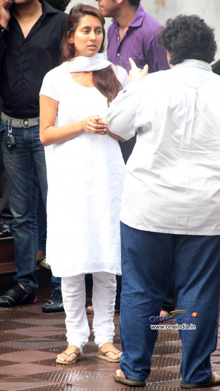 Shah Rukh Khan, Shahid, Parineeti at the funeral of Priyanka Chopra's father Photos