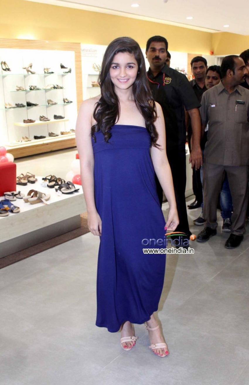 Alia Bhatt inaugurate biggest Bata store Photos