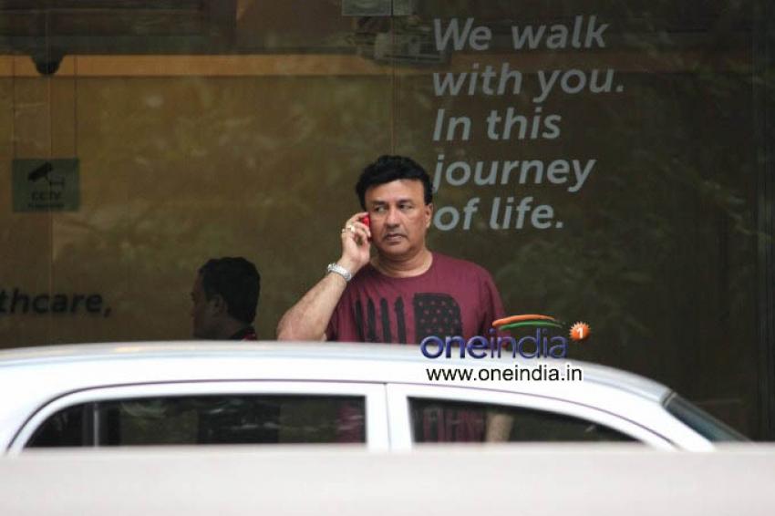 Celebrities Visit Hrithik Roshan after Brain Surgery Photos