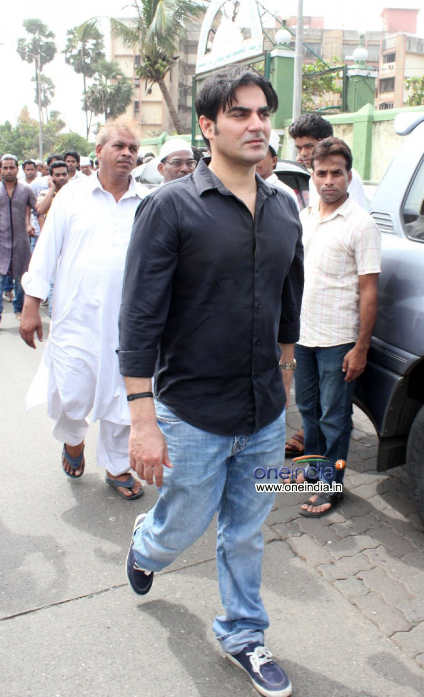 Funeral of Sajid-Wajid's father Sharafat Ali Khan Photos